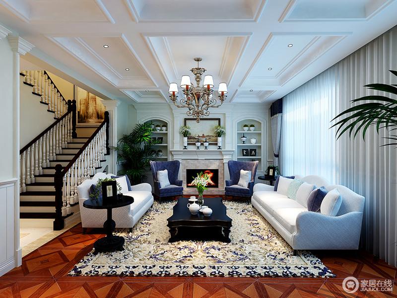 客厅结构方正 ,矩形吊顶给空间增强了建筑气息,而壁炉两侧的圆拱形收纳架为空间解决了陈列和实用化需求,组合出复古大气;半开放的设计借楼梯做了区分,蓝白色沙发组合颇为纯洁,成就了生活的雅致。