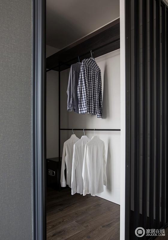 开放式衣帽间与主卧具有互动性,木楞门增加了空间感,同时,也起到了区分空间的作用,简单却实用,足够让主人生活得更有品质。