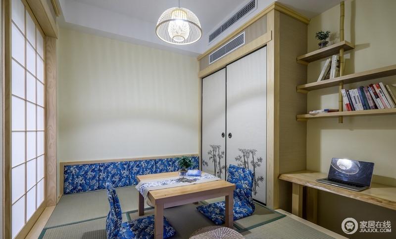古朴的日式卧室中,没有床,席地而卧,让整个空间更加宽敞整洁;浅绿色壁纸搭配榻榻米将日式风情展现的淋漓尽致,拉门上,深土色与浅土色条状材质打造的家具搭配绿色、蓝色装饰,多了些视觉上的美感;田字格的拉门上白色透明的窗纸,又将我们拉回到古日本,仿佛穿越一般,两种风格自然融合,给人耳目一新的感觉。