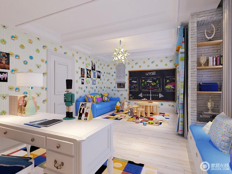 书房兼具儿童游戏室的功能,为一家的休闲提供了便利,清新的壁纸营造出和悦;游戏区的蓝色沙发与彩色靠垫带来鲜活,与飘窗座椅选择同色,再加上收纳柜让生活更为规整,让生活井然有序。