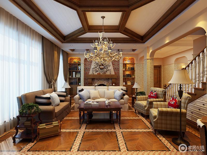 客厅因结构显得其实恢弘,壁炉的仿旧砖具有田园气息,两侧拱形洞结构作了木支架的设计解决收纳问题,陈列出了美式韵味;木质吊灯平衡了空间的挑高,搭配美式实木家具,更显稳重,而美式沙发因为格纹扶手椅的融入,多了分恬淡,大小不一的台灯也以不同的方式,为生活带来温馨。