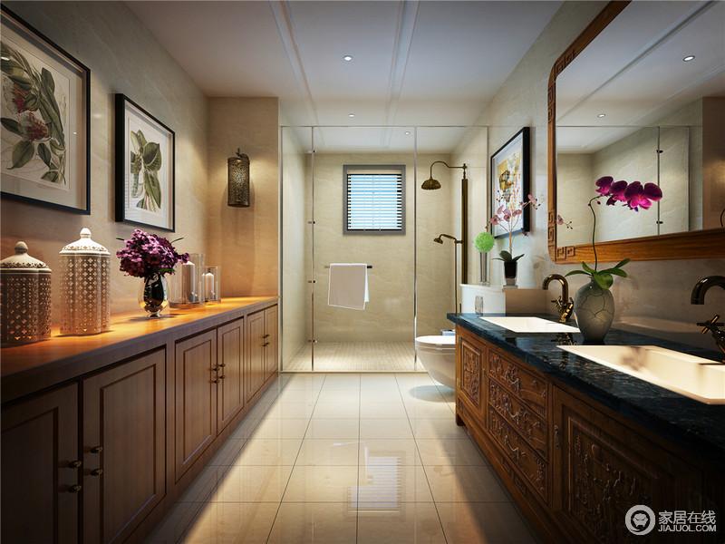 卫生间以简单的直线条表现中式的古朴大方,在色彩上,选用米色砖石搭配黄色实木定制的储物柜,柔和之中,更为自然脱俗。