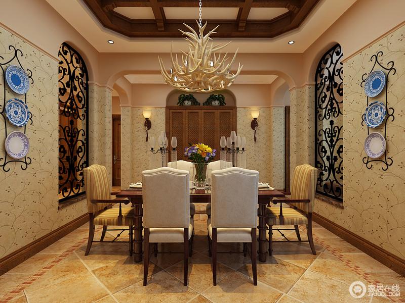 餐厅的结构以不同的造型成就空间美学,方拱形的建筑结构让空间十分圆润和别趣,墙上嵌入了圆拱形铁艺窗给予空间些许通透,与壁灯的对称一齐凸显和谐;浅色美式餐椅因为两把条纹椅面的木椅,多了些许张力,而悬挂的青花瓷餐盘装饰却点缀出了清雅和美。