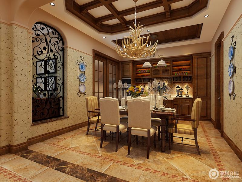 餐厨空间十分宽敞,米色仿旧地砖奠定了美式,而吊顶的木结构以不同的形式强调空间区域性,让开放式的空间具有各自的特色;拱形铁艺窗的花纹设计与壁纸有异曲同工之妙,张扬田园清韵;餐区内陈列的美式家具因为木吊灯的点缀,更为别致,而厨柜区以胡桃色实木为主材,打造质感储物空间,让主人生活得十分有品质。