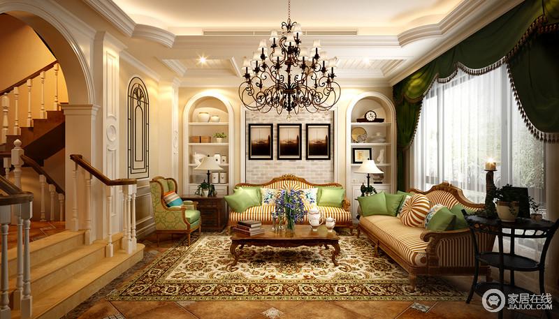 华丽的装饰营造出雍容的空间氛围,橙白条纹沙发与草绿沙发椅,通过靠包相互混搭呼应;锦簇的印花地毯作为渲染铺陈,背景墙上拱形元素配质朴青石砖,空间缤纷多姿。