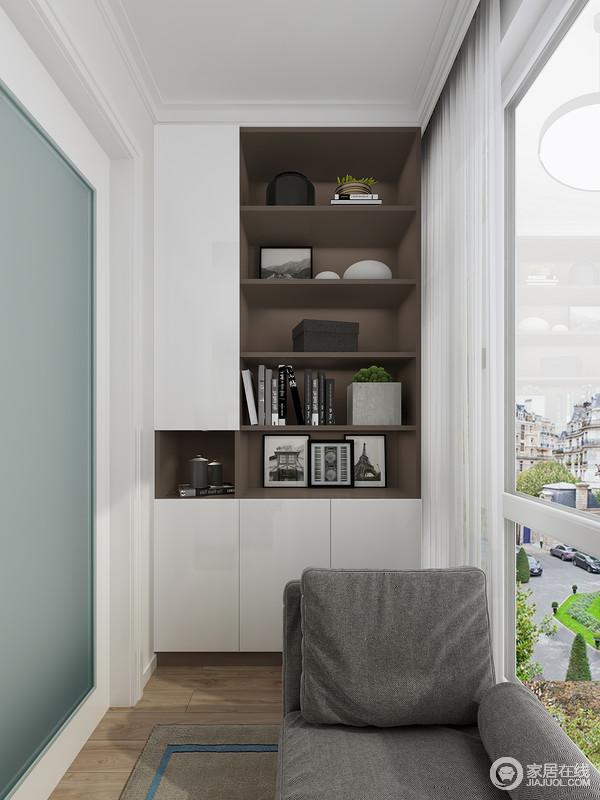 多层开放式书柜,合理利用了空间进行收纳,并且因为褐色和白色板材的结合,彰显出几何美学,搭配灰色布艺沙发和圆几,少了繁琐,更为温情。