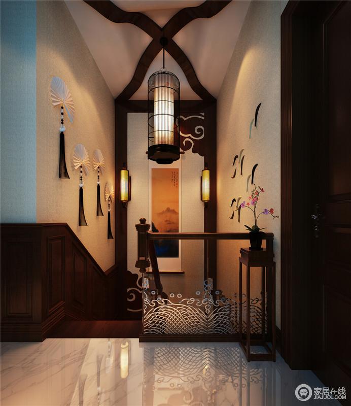 每一个空间角落都充满了禅意的氛围,从中式祥云木吊顶到折扇装饰,无不透露独特而不失稳重大气的中式设计;智能化灯光的设计,让生活更简单,解决了节能的问题,也更显人文关怀。