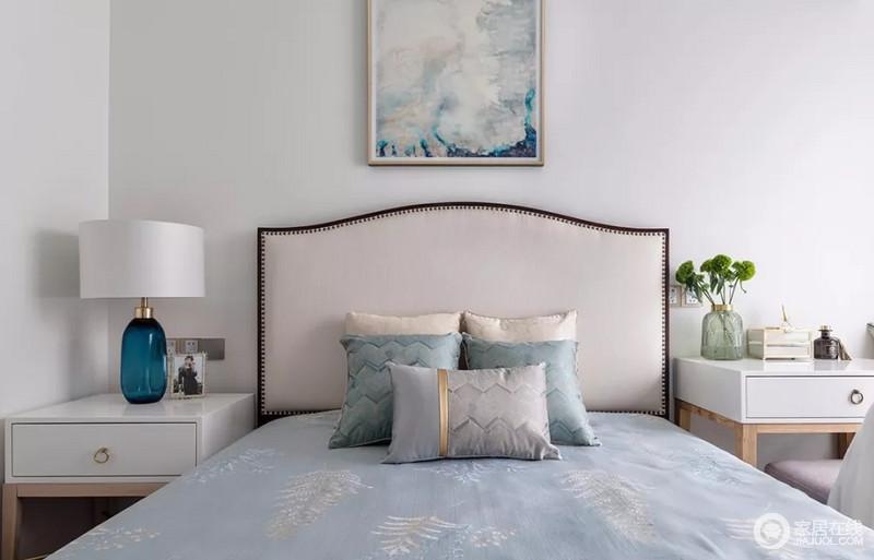 长辈房,以清亮又明快的浅灰蓝色为基调,以最柔和的方式晕染自然地渐变美感,让卧室纯净又安静。