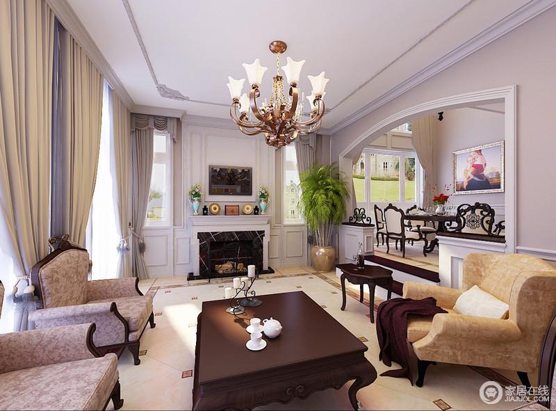 客厅内灰色的窗帘以垂感来打造柔和,白色石膏线条装饰着壁炉,以结构之美造就家的古典大气;美式复古风的家具组合有序地陈列方式造就大气,曲线黄铜的精美,让生活多了些许贵气。