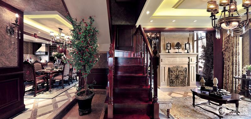 楼梯也是原木质地的,上了深红色的漆,给人古色古香的深切感受。