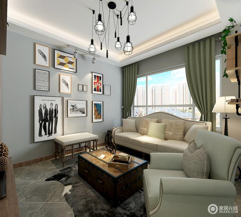 照片墙与吊灯组在空间里的格调营造,让复古的空间多了时尚味道;沙发、窗帘与墙面色调以柔和的层次,减弱了复古的沉静,释放出温宁平和的优雅。