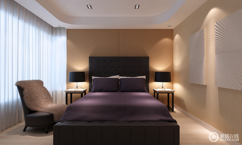 棕驼色以温暖层次运用在床头软包及墙面上,静逸的氛围被营造出来;床头桌与台灯对称装饰,沉静的黑色呼应床头靠板;高雅贵气的紫色床品,在安宁的光影氛围中,显得愈加柔美魅惑。