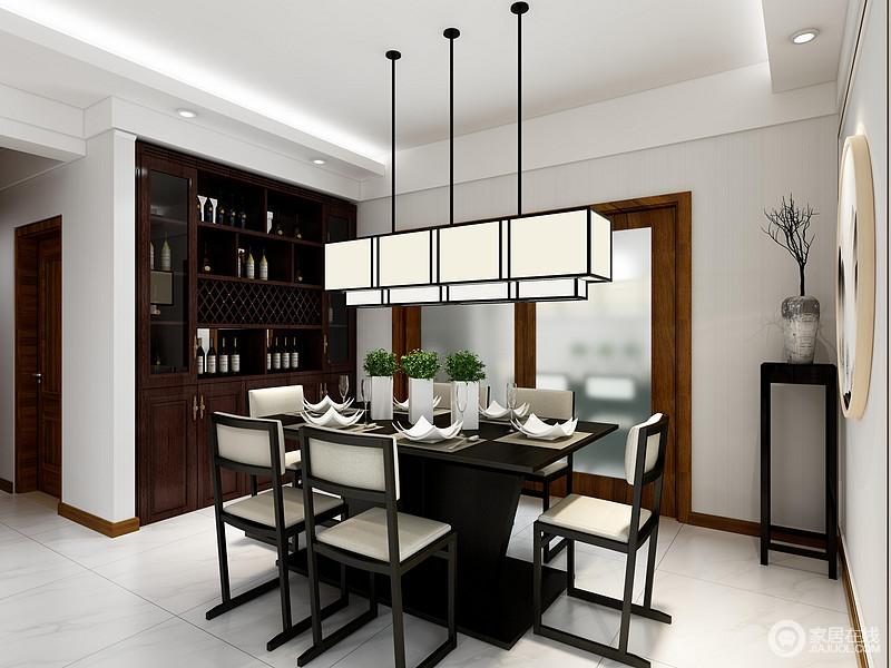 开放式的空间让生活更为自由,设计师巧妙地利用胡桃木打造了一个嵌入式储物柜,与墙体形成一个平面,既节省了空间,同时,又实现了收纳;矩形吊灯搭配新中式实木家具让空间更为和谐。