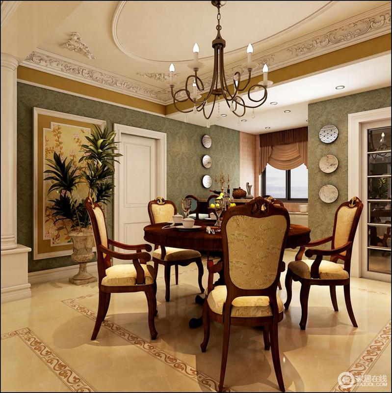 餐厅的吊顶以石雕的设计凸显工艺,而金属烛台吊灯的曲线造型,让巴洛克美学蔓延到空间;绿色壁纸搭配米色地砖形成田园般的和暖和清新,而餐盘装饰让家更具生活气息,凸显出美式家具的质感。