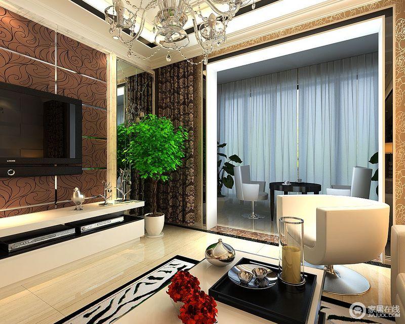 客厅与阳台以墙体自然分区,但是互动的格局,让空间更为宽敞和明快;阳台内白色的纱幔营造了些许轻漫,而白色单椅搭配黑色圆几,成就了黑白时尚。