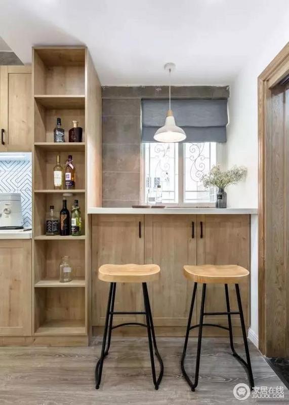 小吧台的形式,体现出屋主平日喜爱小酌一杯的浪漫情调。