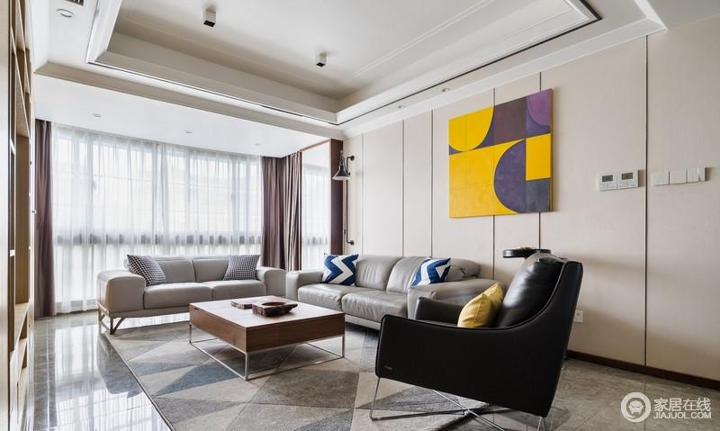 客厅大量原木材质的运用,配合浅米色的墙纸,将空间营造出最质朴的温馨感;略显深色的沙发在黄色抽象挂画、原木方几的点缀中,多了时尚和色彩明快。