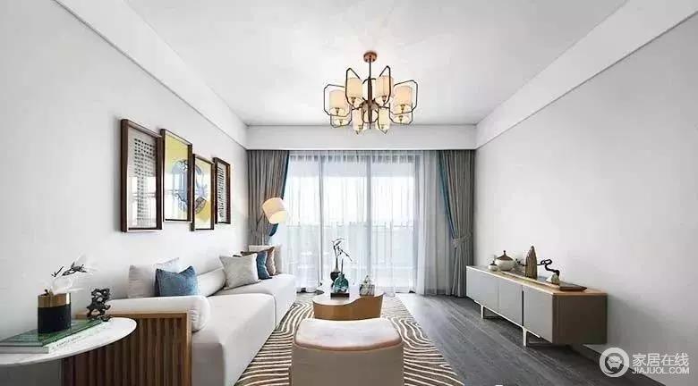 客厅没有做吊顶自然使得挑高变高,视觉上也更加宽阔;墙面也没有过多的修饰,中式挂画与吊灯使得空间蕴藉这东方美感。