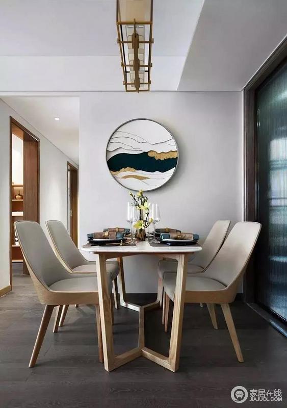 餐厅的墙面悬挂了一幅圆形山水装饰画,搭配木质的餐桌椅体现出空间的禅意;可以说,物与物之间巧妙的关系,奠定了空间的东方气韵。