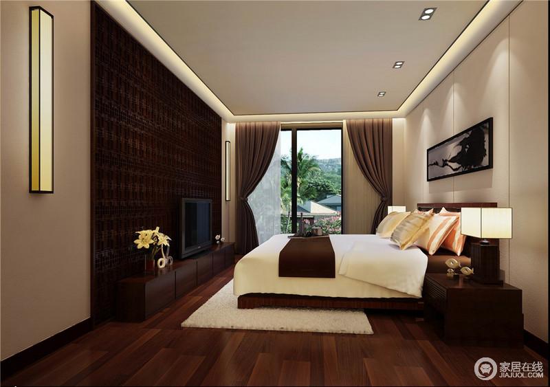 卧室以整洁的线条来缓解褐色实木带来的沉重,矩形吊顶内的光影让空间暖意洋洋,与浅色板材打造的几何背景墙凸显大气;传统中式窗棂设计的电视背景墙因为矩形吊灯格外考究,同时也张扬着现代精致,并与台灯呈和谐;原木地板与新中式实木家具因为白色床品和驼色窗帘显出层次之美,更为舒适温馨。