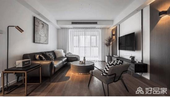 客厅的家具以黑灰为主,搭配上黄铜,是刚毅、精致、高级的巧妙融合,正如空间的留白一样,动静之间,构成空间的现代精致。