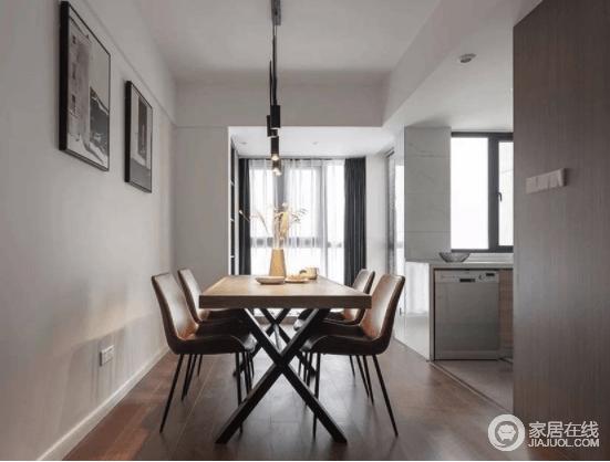 餐厨皮革餐椅,将精致延续到底,设计感的吊灯,让这个空间呈现别致品位。