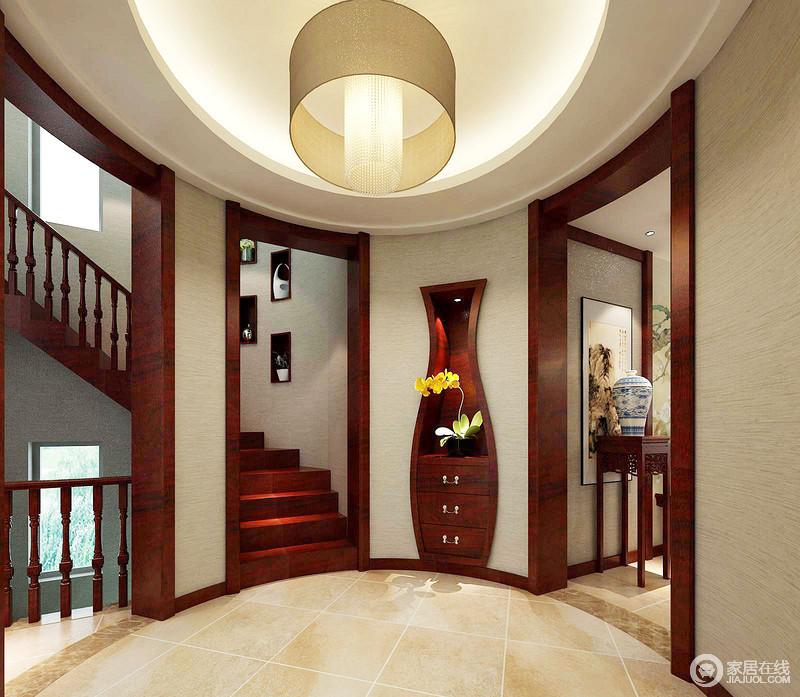 门厅以方圆的造型展开设计,米色漆强调了生活应有的温馨,而红木楼梯搭配瓶状式的储物区,一改沉闷,带来不一样的中式之雅。