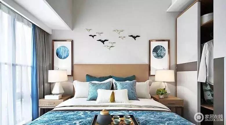 主卧室色调清新淡雅,背景墙的立体海鸥装饰,与对称而置的画作,以蓝色点缀静谧而高贵,打破了原来大地色系的沉闷,同时,与软装形成妙趣横生的组合,令空间尤为舒适。