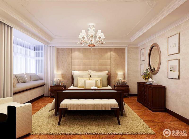 卧室线条设计上足够简洁,并以不同的中性色调来构建空间层次,借画作等饰品做点缀,令空间更为丰腴;飘窗设计成了一个客厅休息区,搭配考究地美式家具和上乘的床品,令生活十分温馨、舒适。