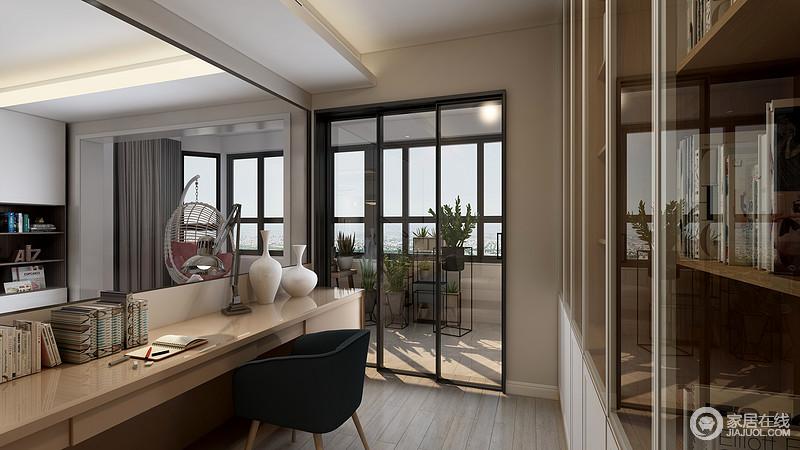 书房的设计亮点就在于打破了常规隔墙的方式,用通透的艺术玻璃在客厅沙发后单独做的书房,女主人写作时也能看到家人在客厅其乐融融的样子,光线也显得明亮,空间更加通透宽敞。