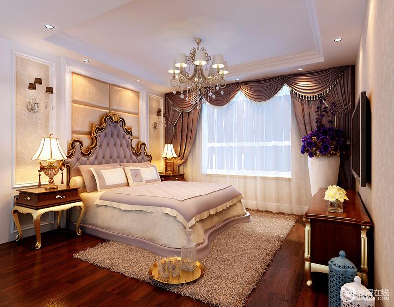 卧室虽然结构上比较简洁,但是,设计师以软包设计装饰背景墙,搭配简欧木雕家具,营造出了欧式华贵;褐色罗马窗帘的曲线设计与沉稳的色调裹挟着曲线感的家具,造就欧式奢华,无比温馨。
