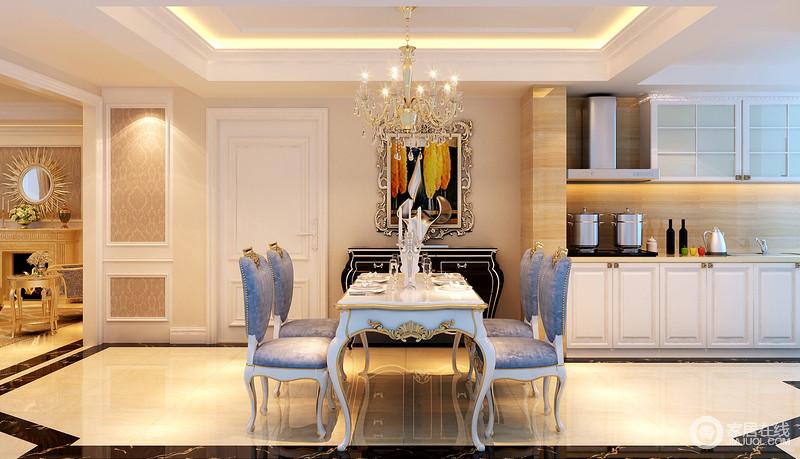 餐厅的吊顶呈矩形结构,却因为灯带的装饰,让整个空间足够明快;米色的地砖结合黑色砖线,装饰出了不规则,给空间带来色彩动感,而白色镶金简欧餐桌搭配蓝色绒面铆钉餐椅,足显奢贵,与金属画作、黑色边柜形成复古和华丽。