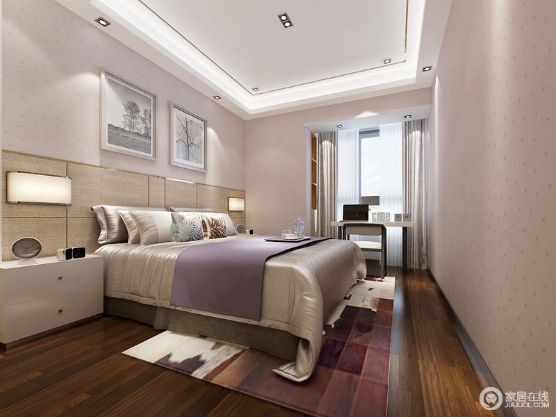 空间以淡粉色壁纸来营造甜美氛围,床头木板拼接式的设计在嵌入式壁灯的点缀中凸显得十分利落,而靠窗区的书桌,足够让主人的闲暇时间过得安逸。