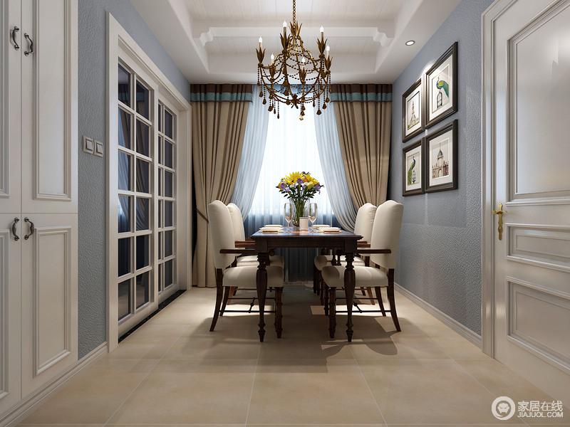 餐厅墙面漆刷硅藻泥,质感粗糙但气质深邃沉静,搭配着白色门窗,空间清爽简洁;棕木餐桌沉厚大方,餐椅则拼接了素敛布艺,与窗帘色调温暖相近,营造出朴实温馨的就餐氛围;墙画与瓶花,点缀出舒雅自然的情调。