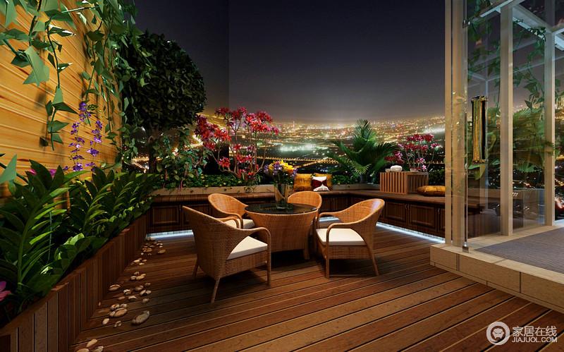 开放式露台,将美景毫无障碍的展现在眼前。既能感受到绿植散发出的大自然气息,又能在喝茶聊天中观赏漫天的繁星,放远望去,满目的华灯璀璨,生活好不惬意。