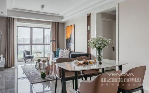 在快节奏的生活下,家是简洁、自由、舒适的,在这里可以卸下一天的疲惫、无拘无束;所以,客餐厅开放式的设计,让整个空间具有了互动性,褐色皮椅搭配黑白餐桌,裹挟着花植,让空间既有现代设计的得体,又兼具了生活情调。