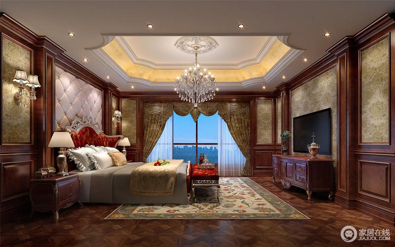 房间落地的窗帘很是气派,卧室的整体感觉端庄优雅,仿佛将人带入十八世纪保守意大利贵族的舞会中。