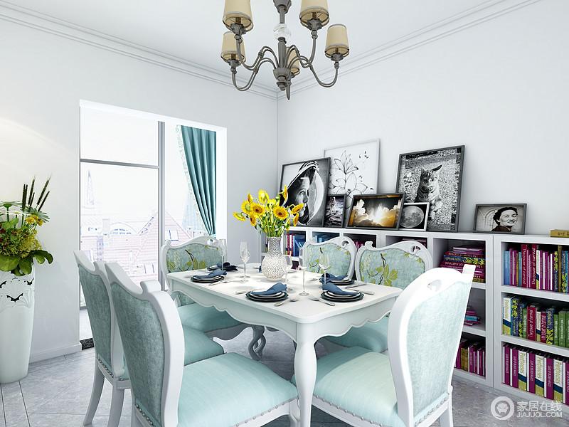 餐厅区域顶面简单的石膏线就可以,蓝色餐椅配上白色餐桌,显得孔吉纳整体很简洁明快,餐桌边靠墙的地方坐一排矮柜,不仅仅可以储存一些书籍,台面还可以放一些绿植和装饰画。