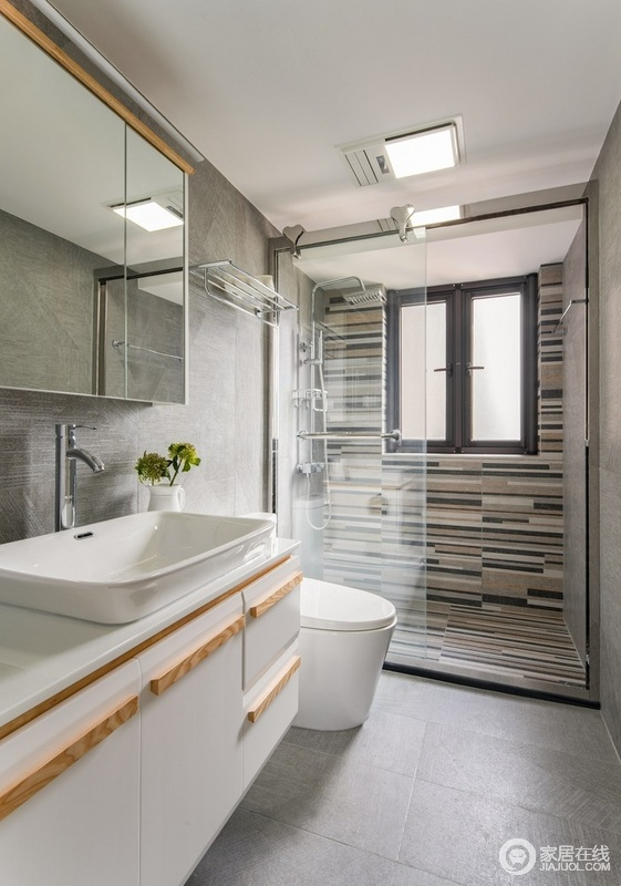 淋浴房选用地毯砖,干区选用水泥砖,易于打理,还防滑;放一株绿植,放一瓶香氛,沐浴是放松身心的事情。