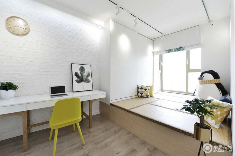 在空间中加入了黄色,强烈的色彩对比充满活力;为了让整个空间在色彩的张力不过于宁静,用木色做辅色,让高级与自然共存。