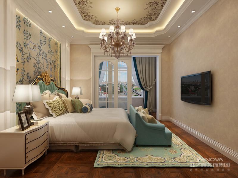 """欧式风格特点:豪华、富丽 了解欧式风格的人们都知道,它们的建筑大多以白、乳白、金黄以及银白等颜色有机结合,再加上欧式特有的柱体结构,就形成了特有的豪华、富丽风格。 欧式风格家装的豪华大多是没有空间分配的,有种一荣俱荣的感觉,大到客厅,小到卫生间都可以彰显豪华、富丽风格。整体可用即""""动""""大于""""静"""",明显带有""""动感""""来表达。"""