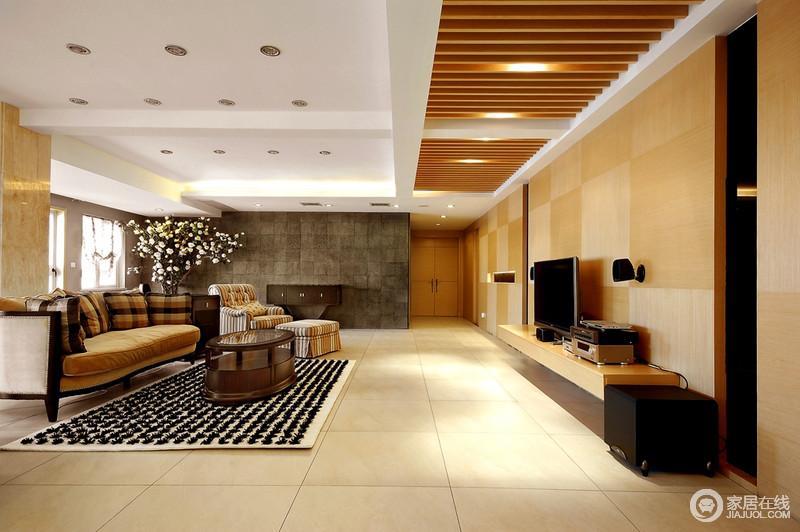 客厅的吊顶以木楞的方式来增加空间的结构造型,同时,将光影作了简单的分离,打造节约的生活;淡黄色的瓷砖渲染温和,与褐色现代美式沙发、黑色地毯等构成大气。