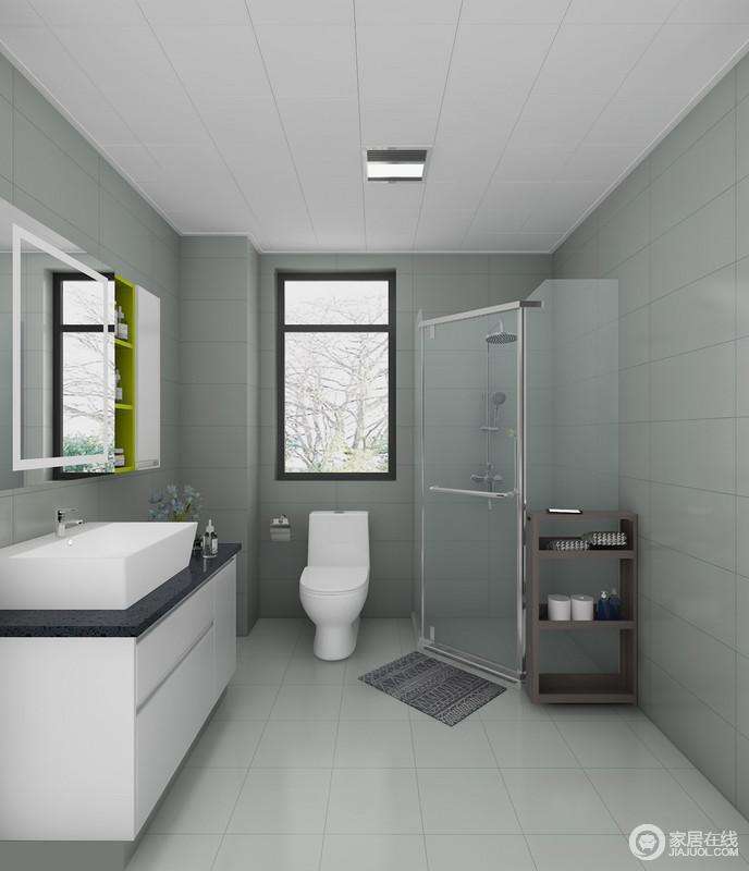 卫生间选用绿色系的瓷砖,铺贴出整体空间的干净、整洁与清新;白色的高光柜体面板与黑色的石英石台面对比强烈,让生活颇为利落、实用;淋浴房干湿分离,浴房边的置物架简单大方,更是贴心。