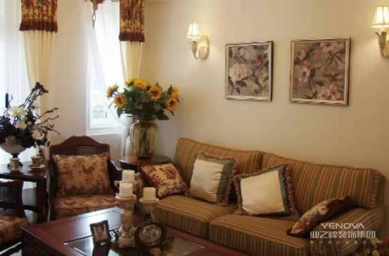 客厅作为待客区域,一般要求简洁明快,同时装修较其他空间更要明快光鲜