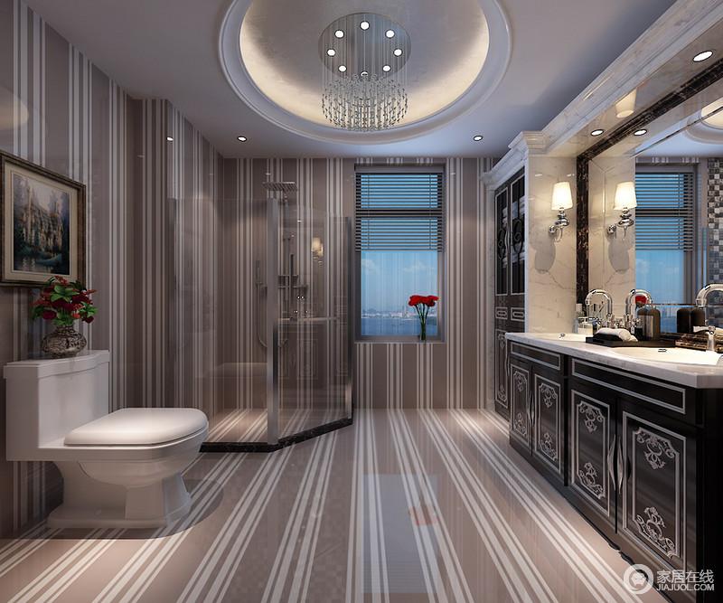 几何诠释出的理性唯美,简洁冲击力的渲染了卫浴空间的时尚格调;复古的描银雕花储物柜,结合欧式建筑大理石,高低错落间与现代质感碰撞,半通透的玻璃,隔离干湿区域,保证空间清洁干爽。