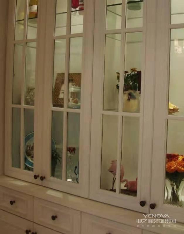 美式家具多以桃花木,樱桃木,枫木和松木制作