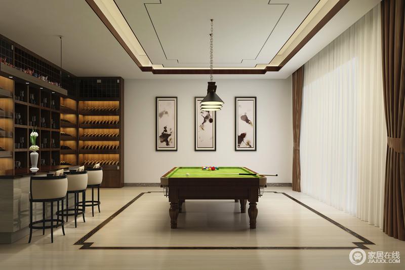 开放式休闲室,将吧台与台球台相配套,在运动过后畅饮一杯;三幅画更将生活的品味无声地体现出来。