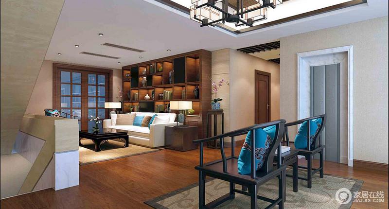 二楼的空间被设计为一个开放式的书房,从几何书柜的木香书香及古董之美,到黑白组合的新中式家具,整个空间散发着传统与新式艺术,既内敛而温实,又大气优雅;中式黑檀木太师椅上的蓝色丝绸靠垫给予时尚感,而中性色的地毯与中式家具串联起中式优雅,让生活更为惬意。