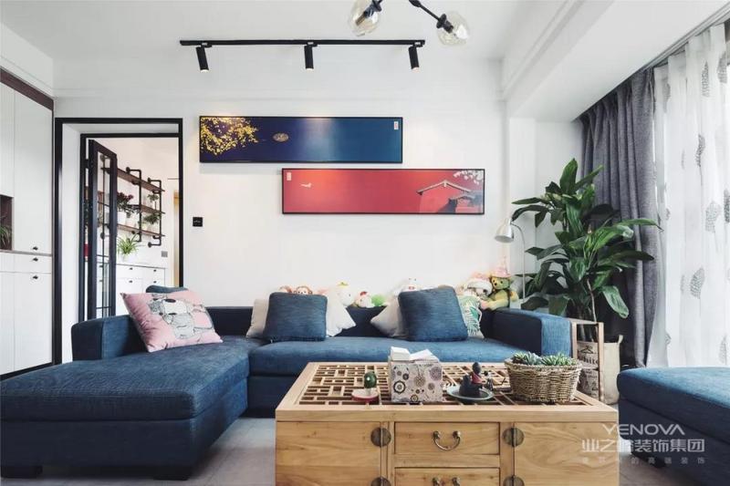 业主很喜欢中式元素,选择了中国风家具&软装配饰,使这个纯正的北欧风掰弯成了北欧新中式混搭。