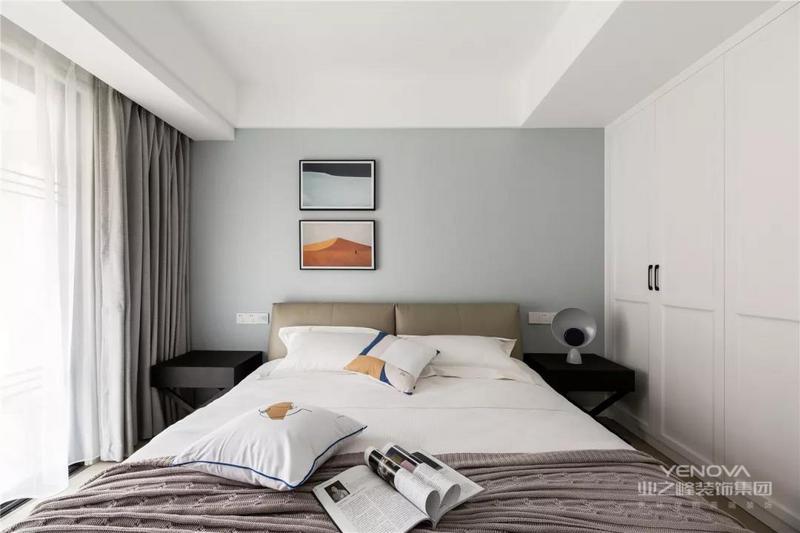 次卧也和主卧的基调如出一辙,灰蓝色轻柔而静谧,放松居住者的思绪。